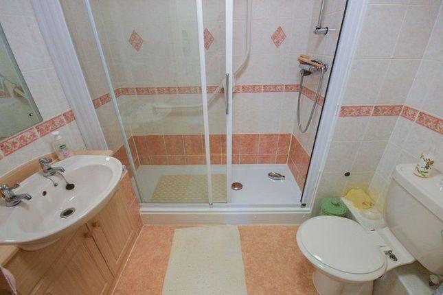 Bathroom of Bridgewater Court, Birmingham B29
