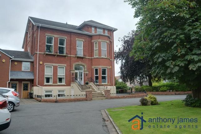 2 bed flat to rent in Park Avenue, Southport