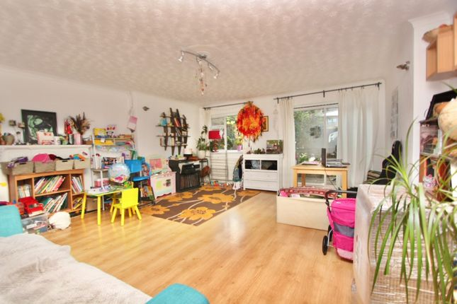 3 bed property to rent in Ida Road, London N15