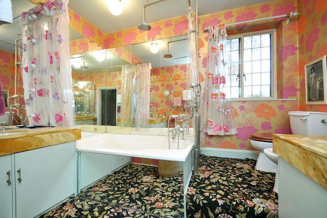 Bathroom of Petyt Place, Chelsea SW3