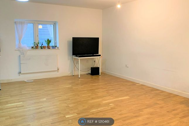 1 bed flat to rent in Mackintosh Lane, London E9