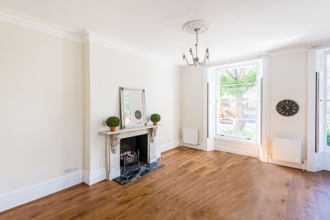 2 bed flat to rent in College Crescent, Hampstead