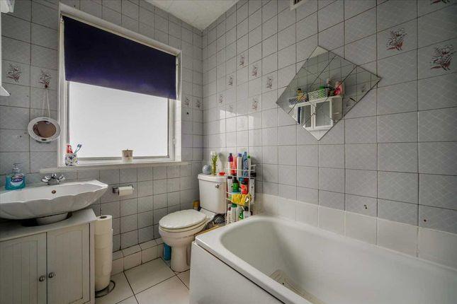 Bathroom of Dover Road, London N9