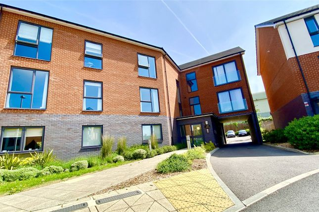 1 bed flat for sale in Greenham Avenue, Reading, Berkshire RG2