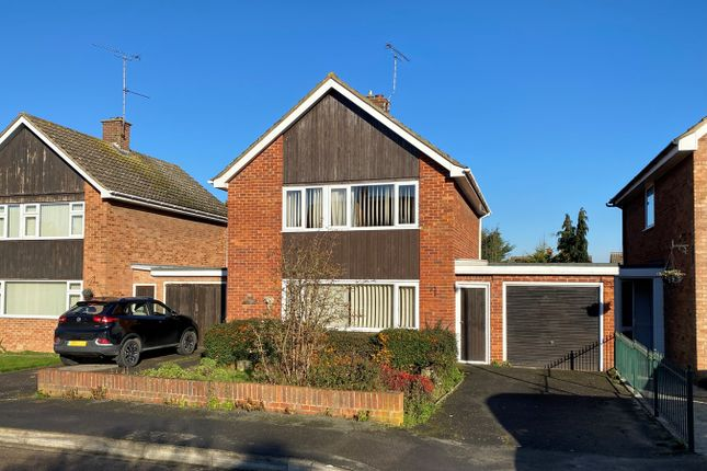 3 bed link-detached house for sale in Britten Crescent, Great Baddow, Chelmsford CM2