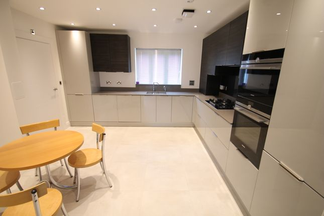 Thumbnail Link-detached house to rent in New Mossford Way, Barkingside