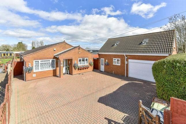 Thumbnail Detached bungalow for sale in Irthlingborough Road, Finedon, Northants