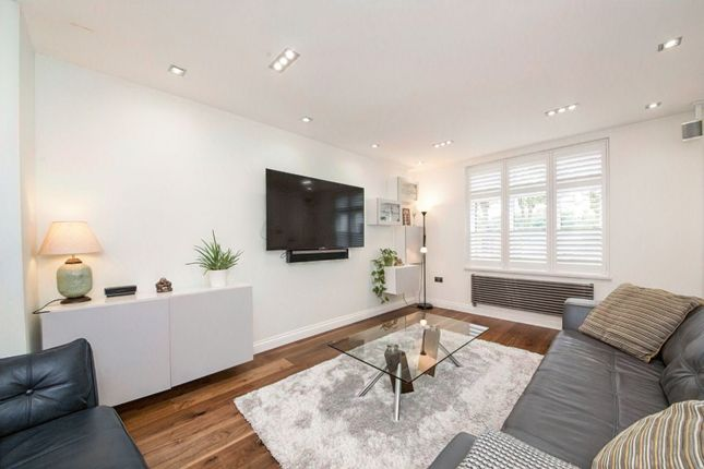 Living Area of Calmont Road, Bromley BR1