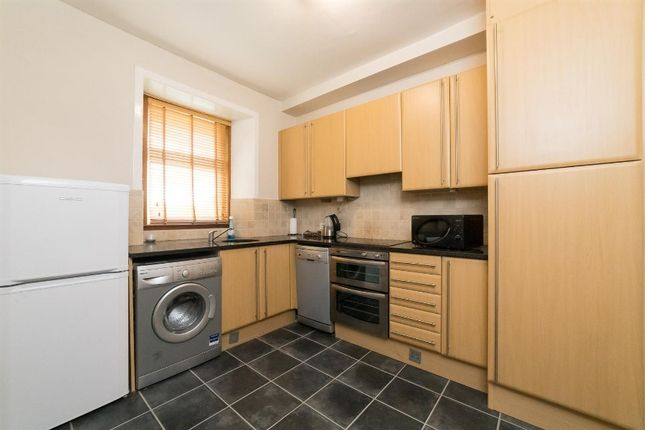 2 bed flat to rent in St Catherines Road, Perth, Perthshire PH1