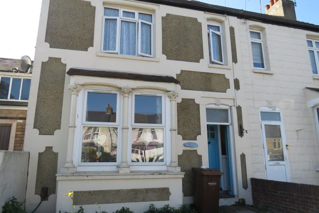 Thumbnail Property to rent in Sturdee Avenue, Gillingham