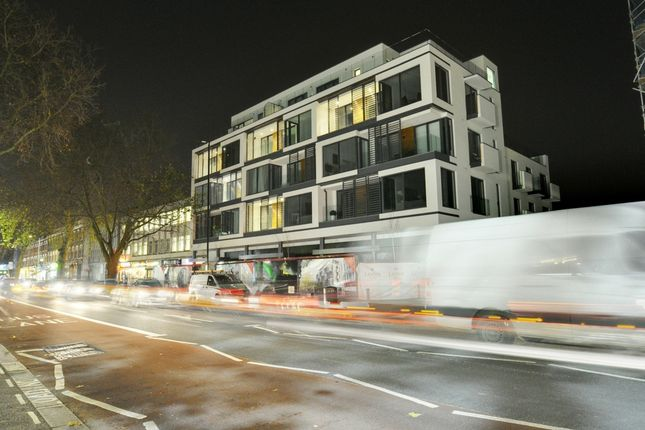 2 bed flat to rent in Noble House, Kings Place, Chiswick