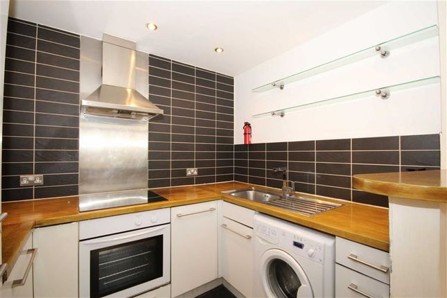 Thumbnail Flat for sale in Liverpool Street, London