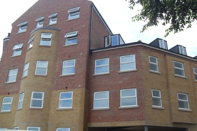 2 bed flat to rent in Sterling Court, Halfpenny Lane, Pontefract, West Yorkshire WF8