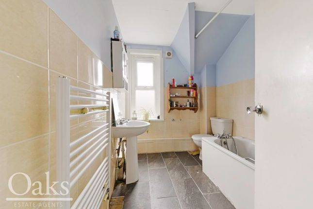 Bathroom of Woodside Green, Woodside, Croydon SE25