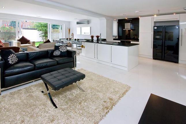 Thumbnail Terraced house to rent in Court Close, St. Johns Wood Park, London