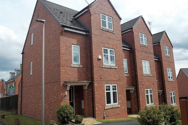 4 bed town house to rent in Claybrook Close, Atherton, Manchester