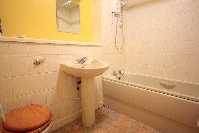 Bathroom of Maltings Place, Reading RG1