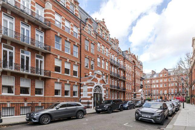 Thumbnail Flat for sale in Kensington Court, London