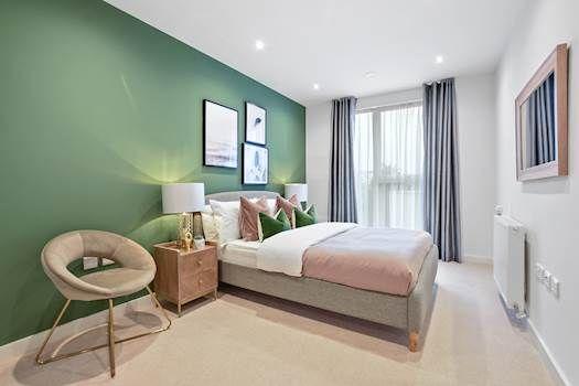 1 bedroom flat for sale in Lampton Road, London