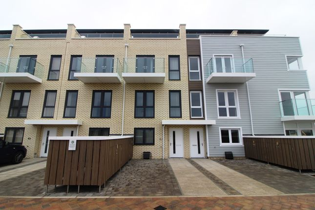 Thumbnail Town house to rent in Champlain Street, Reading