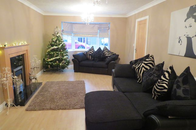 Lounge of Willowmead Close, Scunthorpe DN15