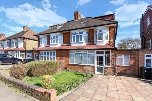4 bed semi-detached house to rent in Chanctonbury Way N12,