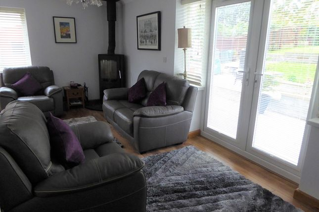 L Shaped Lounge/Diner/Sitting Area