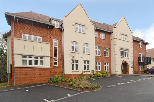 Thumbnail Flat to rent in Highcroft Road Hampshire, Winchester