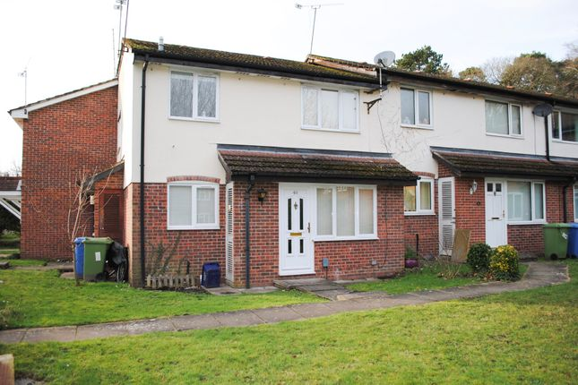 Thumbnail Terraced house to rent in Kingfisher Close, Farnborough