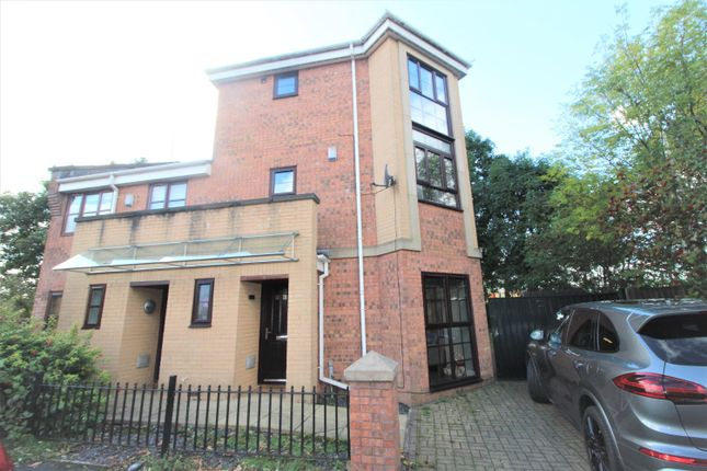 Thumbnail Town house to rent in Royle Green Road, Manchester