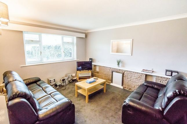 Thumbnail Property to rent in Springwood Hall Gardens, Huddersfield