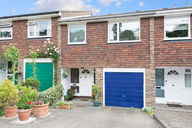 4 bed terraced house for sale in Hillview, London
