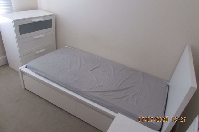4 bed shared accommodation to rent in Fully Furnished Room To Let, All Bills Included, Station Road, Town Centre SN1
