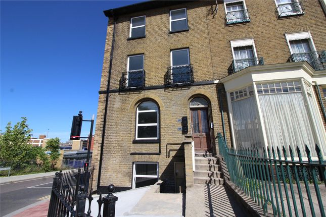 Thumbnail Flat to rent in Darnley Road, Gravesend, Kent