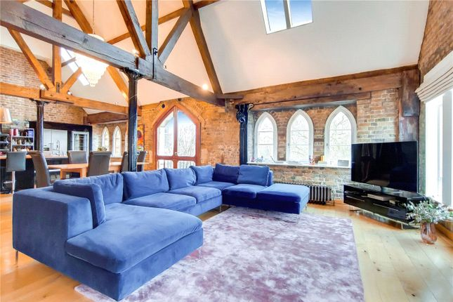 Flat for sale in Wapping High Street, London