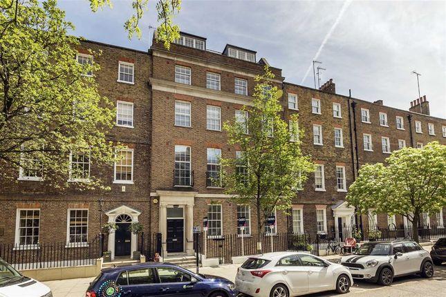 Flat to rent in John Street, London