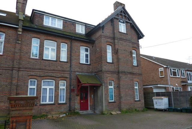 2 bed flat to rent in Park Road, Watford WD17