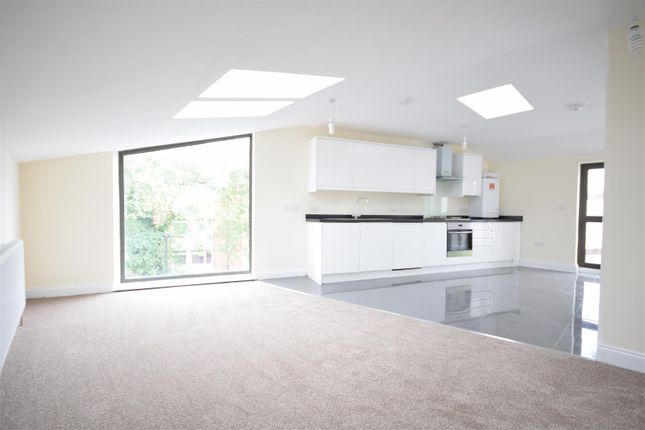 Thumbnail Flat for sale in Colne Road, Twickenham