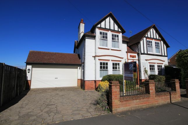Thumbnail Detached house for sale in Morgan Road, Reading