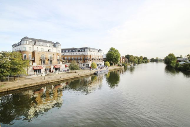 Thumbnail Flat for sale in Clarence Street, Staines