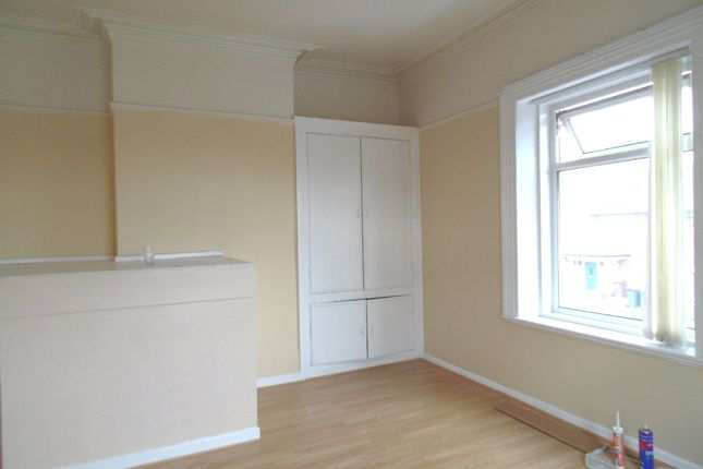 Thumbnail Maisonette to rent in Main Road, Chadderton, Oldham