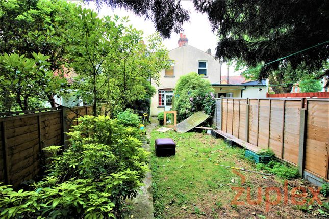 Thumbnail Flat for sale in Galliard Road, London