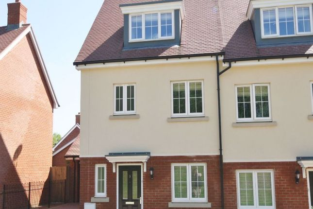 Thumbnail Property to rent in Bangays Way, Borough Green, Sevenoaks