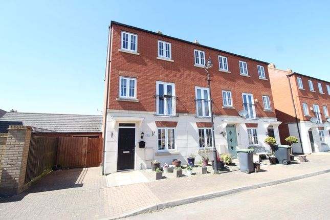 4 bed end terrace house for sale in Plovers Field, Sandy SG19