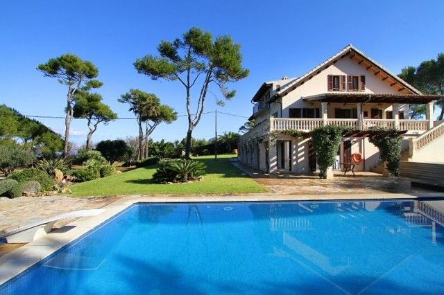 Buy Villa By Beach In Alcudia