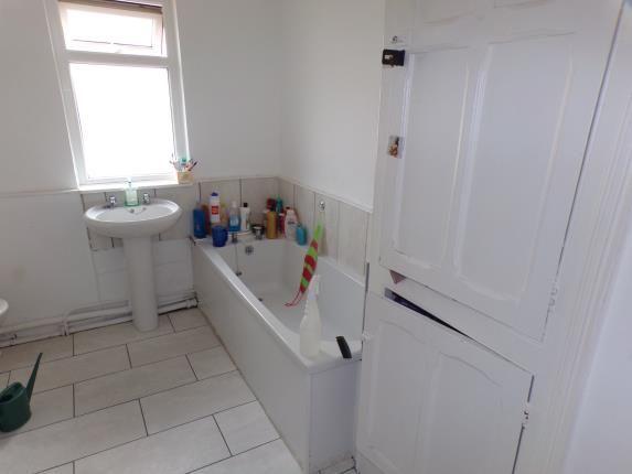 Bathroom of Edge Grove, Fairfield, Liverpool, Merseyside L7