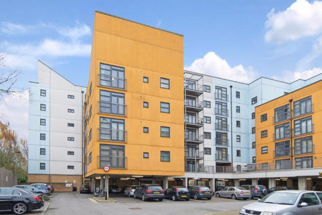 Thumbnail Flat for sale in Maltings Close, Bow