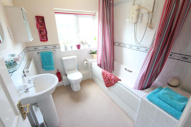Family Bathroom of Drovers Way, Desford, Leicester LE9