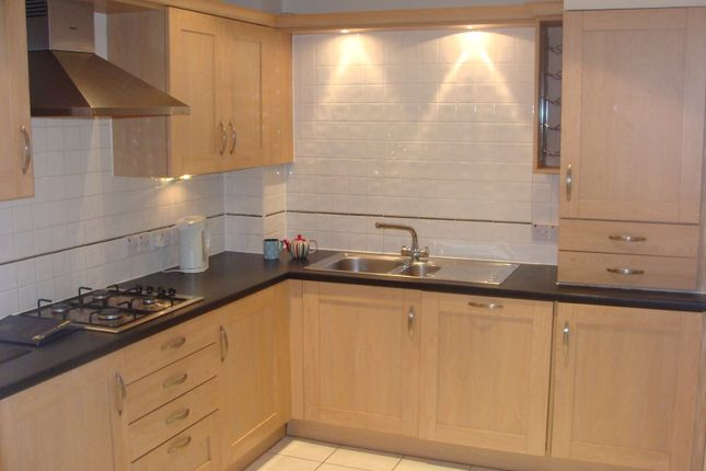 2 bed flat to rent in Hulse Road, Shirley, Southampton