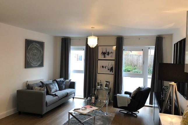 2 bed flat for sale in Park View, Richard Lewis Way, Shirley B90
